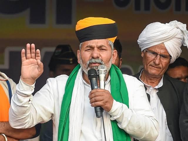 सीकर – सीकर में जमकर बरसे राकेश टिकैत, कहा लुटेरों के अंतिम बादशाह को दिल्ली बाहर करना होगा